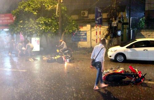 Thời tiết 10/5: Đón không khí lạnh bất thường, Hà Nội mưa rào và dông 1