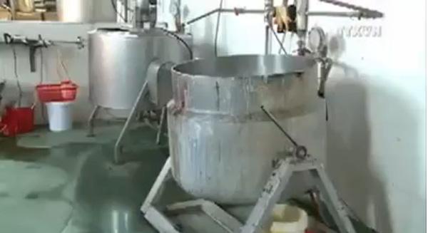 Phát hiện cơ sở sản xuất thạch rau câu núp bòng lò gạch 1