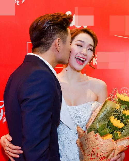 Quý Bình tình tứ hôn Minh Hằng trước mặt Lê Phương  6