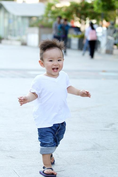 Vy Oanh lái siêu xe tiền tỷ đưa con trai đi dạo phố Sài Gòn 6