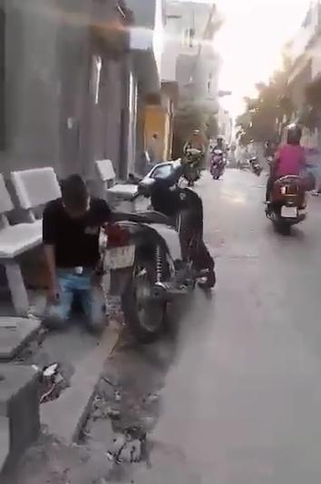 Bắt người yêu quỳ xin lỗi trên phố rồi quay clip, cô gái gây sốc dân mạng  2