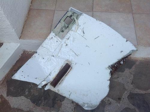 Hai mảnh vỡ máy bay mới phát hiện 'gần như chắc chắn' của máy bay MH370 1