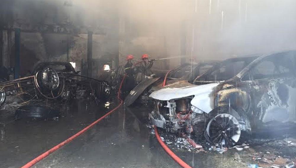 Vì sao garage ôtô dễ bị bốc cháy? 2