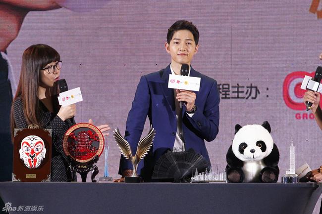 Song Joong Ki hội ngộ nam thần Giả Nãi Lượng 6