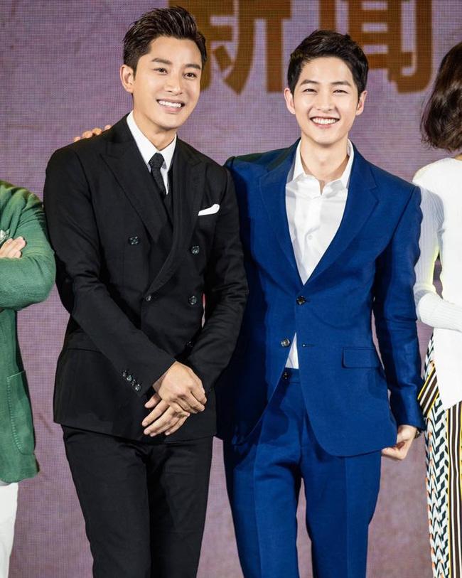 Song Joong Ki hội ngộ nam thần Giả Nãi Lượng 1