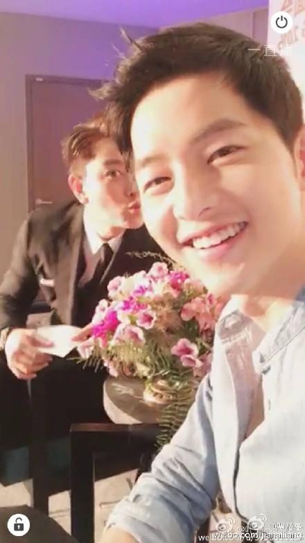 Song Joong Ki hội ngộ nam thần Giả Nãi Lượng 7