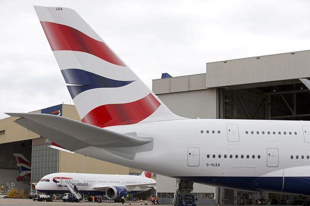 Máy bay hạ cánh khẩn do hành khách tự tử trong nhà vệ sinh 1