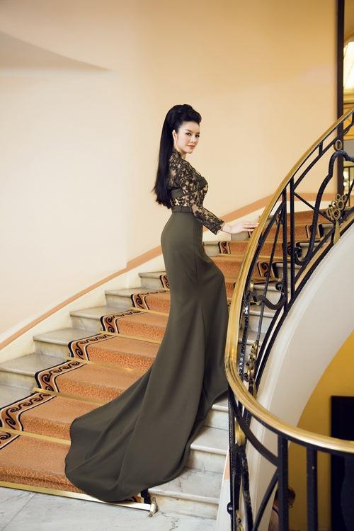 'Bà trùm' kim cương Lý Nhã Kỳ xuất hiện kiêu sa, lộng lẫy trên thảm đỏ LHP Cannes 6