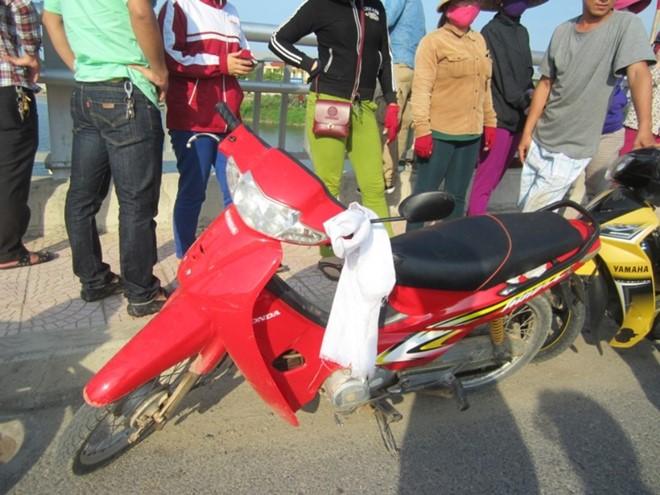 Để lại khăn tang trên xe máy, nam thanh niên nhảy cầu tự tử 1