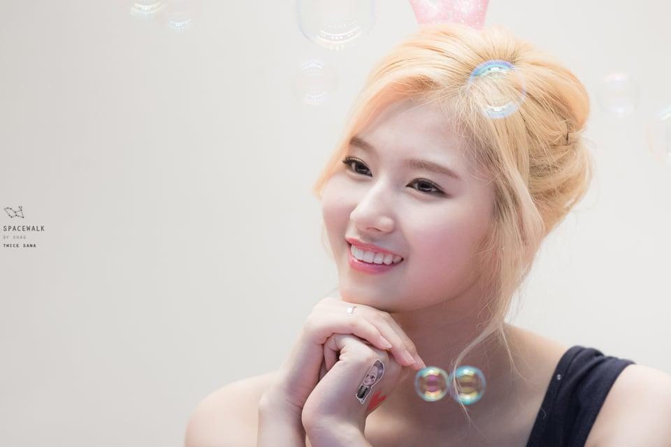 Nữ ca sĩ 'hát sai tiếng anh' thành nữ thần mới của phái nam Hàn - Việt 8