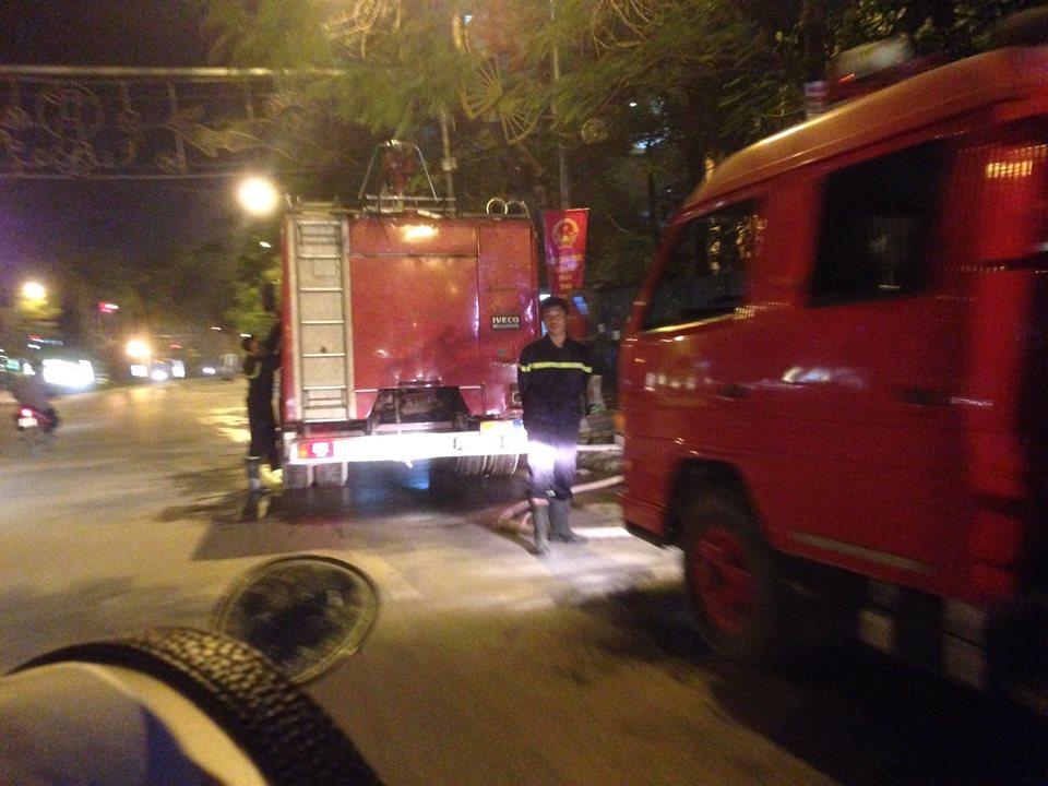 Hà Nội: Cháy lớn ở đường Lê Đức Thọ 2