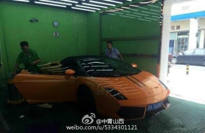 Tài xế xe bus lái Lamborghini đi làm gây sốt ở Trung Quốc 3
