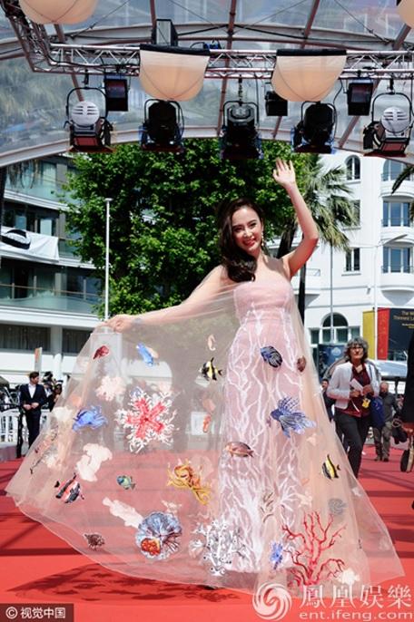 Váy đại dương của Angela Phương Trinh được truyền thông nước ngoài khen ngợi  4