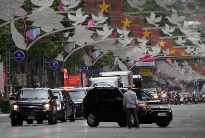 Dàn siêu xe của Tổng thống Obama xuống phố Sài Gòn 8
