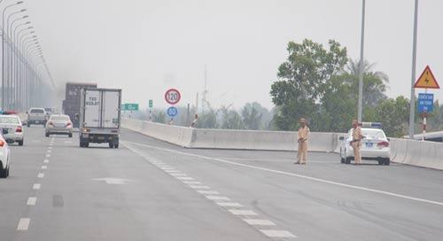 CSGT có được dừng xe trên cao tốc? 1