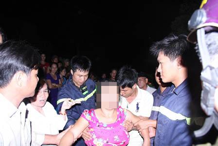 Giải cứu phụ nữ mắc kẹt trên trụ điện 500Kv cao 120m 1