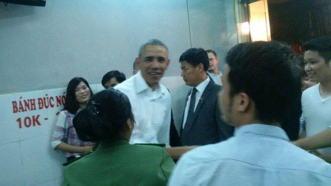 Tổng thống Mỹ Obama ăn hết 2 suất bún chả Hà Nội 1