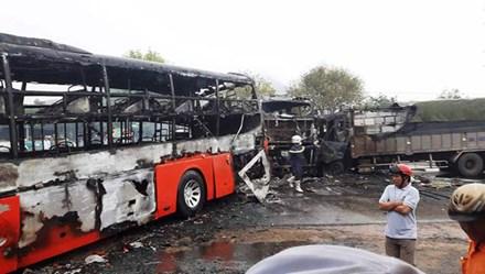 Vụ tai nạn thảm khốc ở Bình Thuận: Phụ xe bất lực chứng kiến nạn nhân chết cháy 1