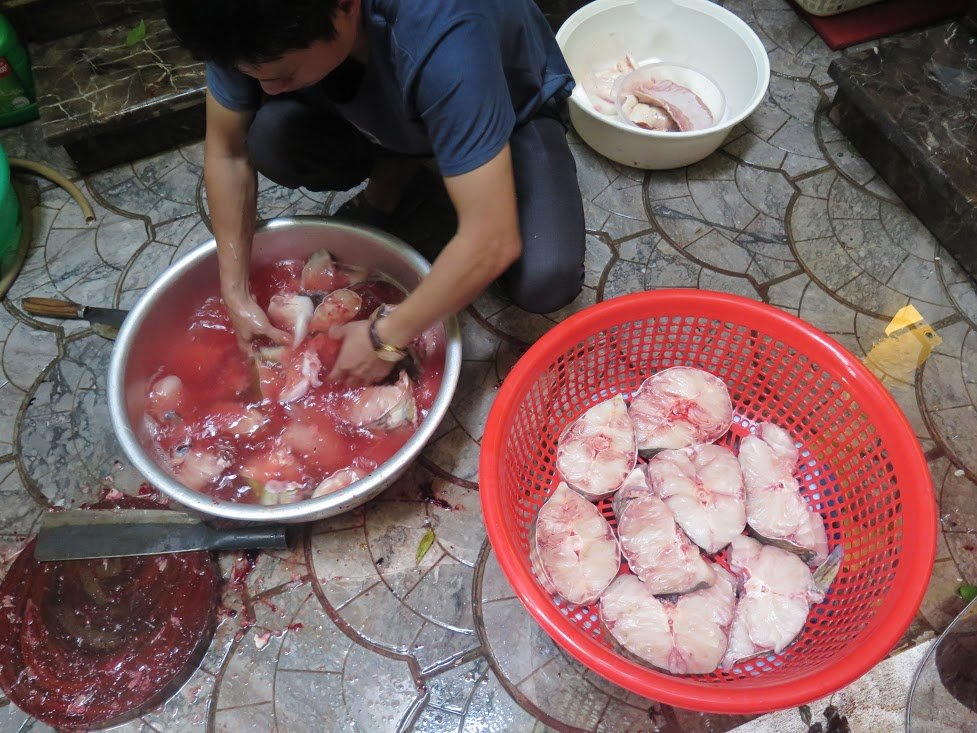 Đại gia chi gần 30 triệu đồng xẻ thịt cá lăng sông Đà đãi khách 2