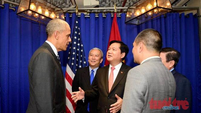 Bí thư Đinh La Thăng xuất hiện trong buổi gặp gỡ giữa Tổng thống Obama với các doanh nhân trẻ 1
