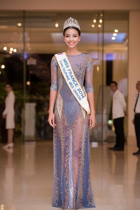 Hoa hậu Kỳ Duyên mờ nhạt khi đứng cạnh hoa hậu Pháp 1