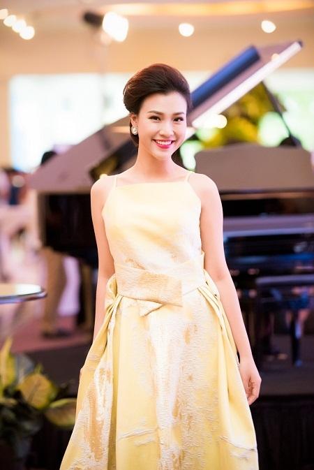 Hoa hậu Kỳ Duyên mờ nhạt khi đứng cạnh hoa hậu Pháp 5