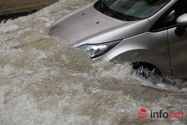 Những hình ảnh ấn tượng về trận lụt sớm chưa từng có ở Hà Nội 7