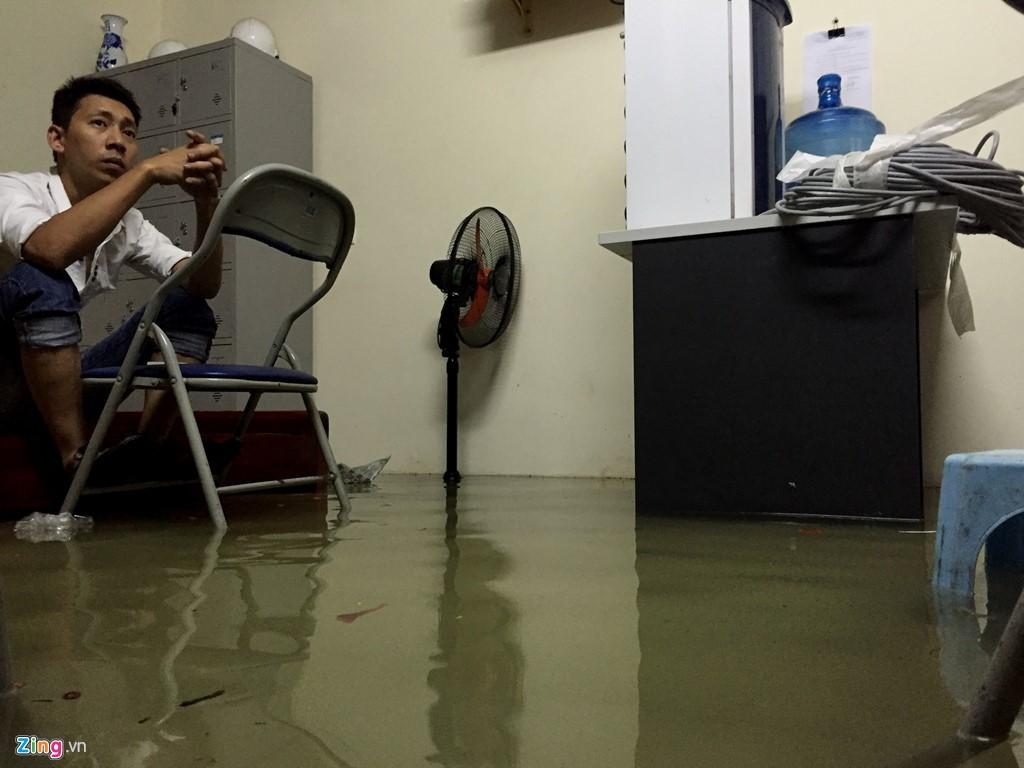 Những hình ảnh ấn tượng về trận lụt sớm chưa từng có ở Hà Nội 9