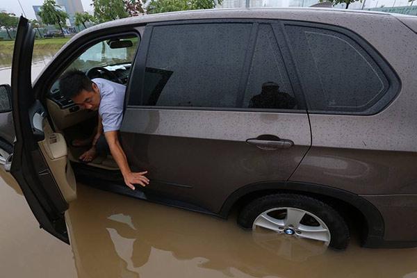 Những hình ảnh ấn tượng về trận lụt sớm chưa từng có ở Hà Nội 6