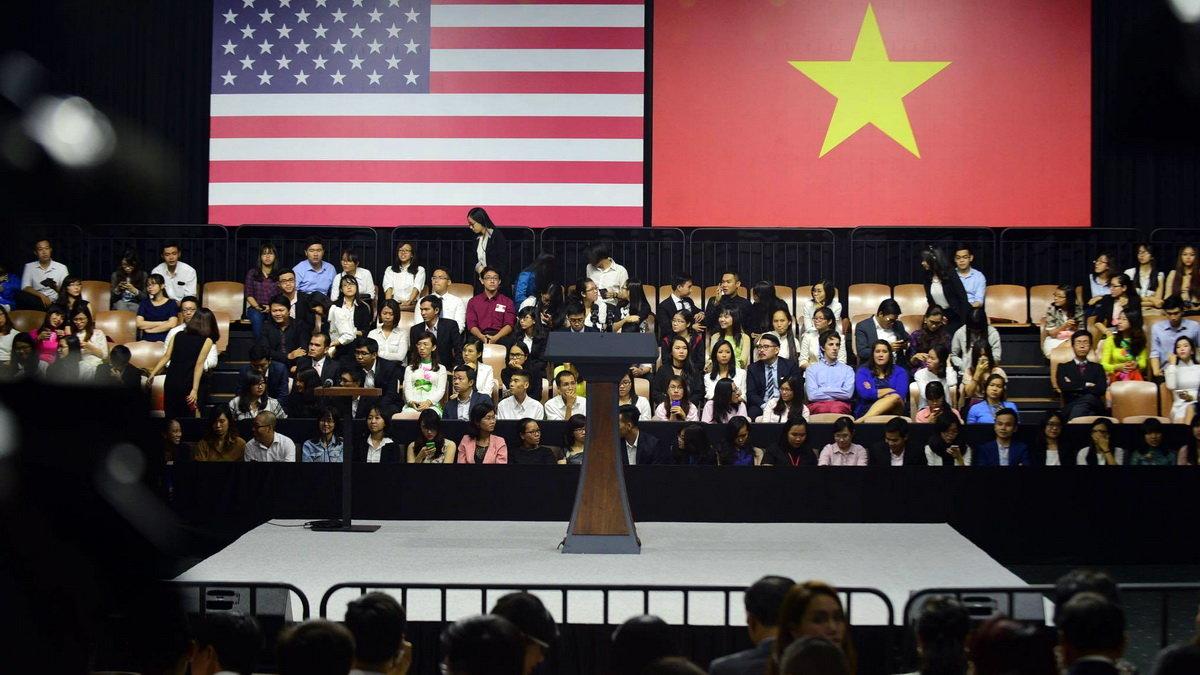 Tổng thống Mỹ Obama gặp gỡ 1.000 bạn trẻ trước khi rời Việt Nam 6