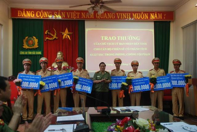 Bắc Giang thưởng nóng 8 chiến sĩ công an từ chối nhận hối lộ nửa tỷ  1