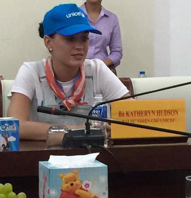 Katy Perry bí mật đến Việt Nam 2