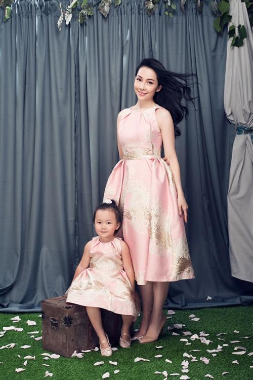 Linh Nga khoe vẻ đẹp rạng ngời bên con gái sau ly hôn 2