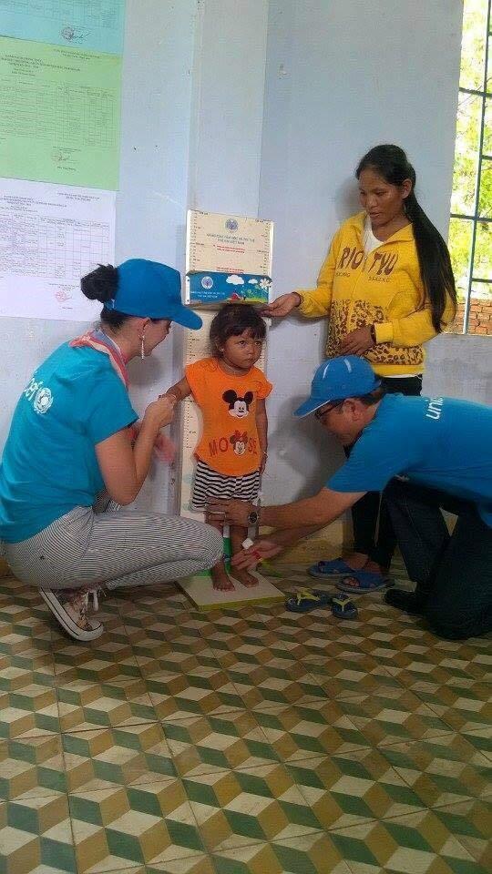 Katy Perry giản dị đi từ thiện tại Ninh Thuận 2
