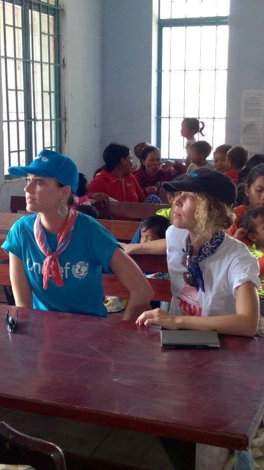 Katy Perry giản dị đi từ thiện tại Ninh Thuận 4