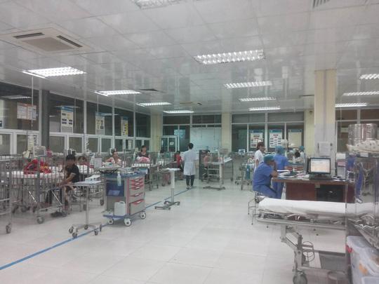 Con trai sốt 39 độ, bố xông vào hành hung nữ bác sĩ ở Hà Nội 1