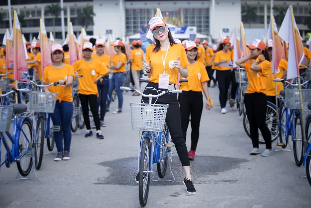 Dương Yến Ngọc đẹp giản dị và trẻ trung tham gia đạp xe từ thiện 3