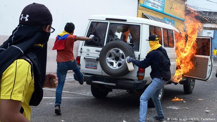 Thảm sát Venezuela, 11 người chết 1