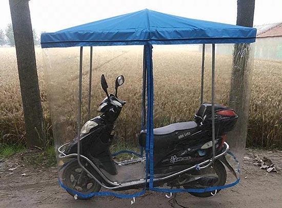 Dân mạng xôn xao về bộ khung che nắng, mưa cho xe máy 'độc nhất vô nhị' 1