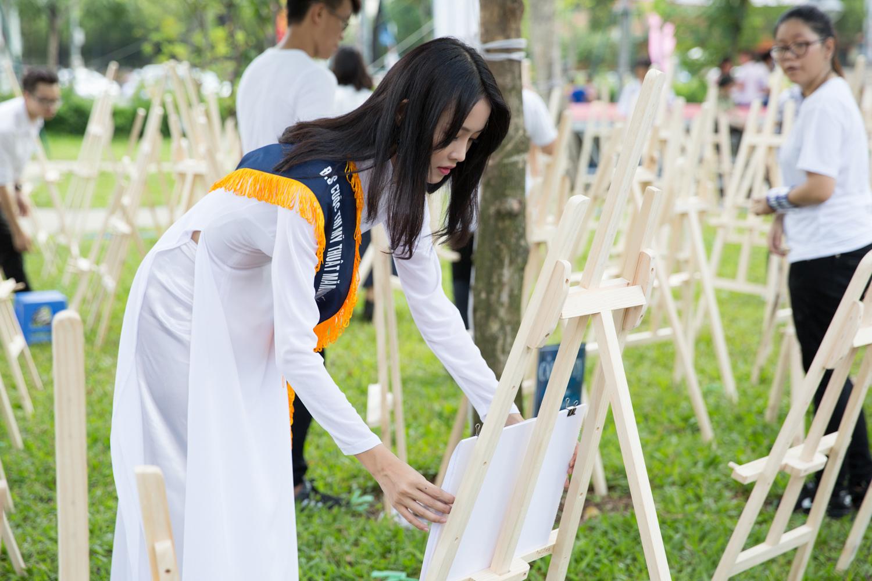 Siêu mẫu châu Á lột xác ngoan hiền trong tà áo dài trắng 1