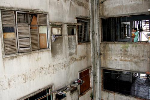 Bên trong chung cư hoang tàn nhất TP. HCM mà Bí thư Thăng chỉ đạo di dời 1