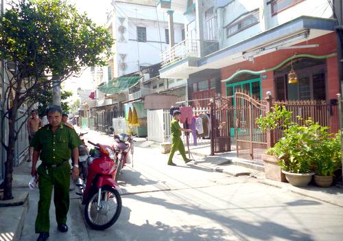 Hàng chục thanh niên vác mã tấu, ném bom xăng náo loạn khu phố 1