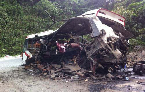 Hiện trường vụ tai nạn nổ xe khách ở Lào, 8 người Việt tử vong 5