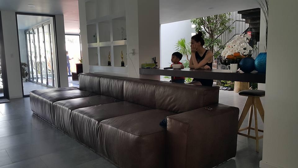 Cuộc sống giản dị của bố mẹ Hồ Ngọc Hà trong biệt thự triệu đô 3