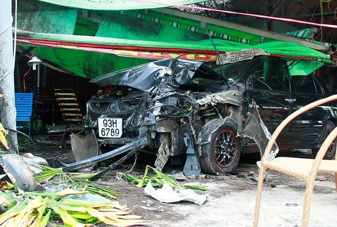 Nam thanh niên cướp xe ô tô của chủ tiệm vàng rồi gây tai nạn 1