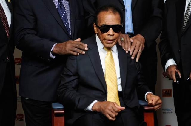 Huyền thoại đấm bốc thế giới Muhammad Ali qua đời ở tuổi 74 1