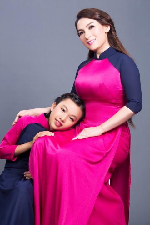 Phi Nhung giúp con nuôi Thiên Ngân đi hát kiếm tiền phụ gia đình 1