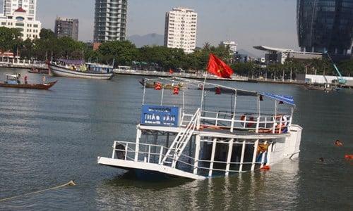 Toàn cảnh vụ tàu du lịch chở 56 người chìm trên sông Hàn, Đà Nẵng 1