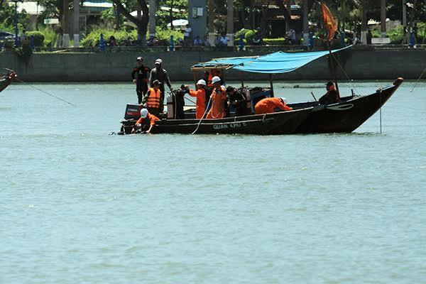 Toàn cảnh vụ tàu du lịch chở 56 người chìm trên sông Hàn, Đà Nẵng 6