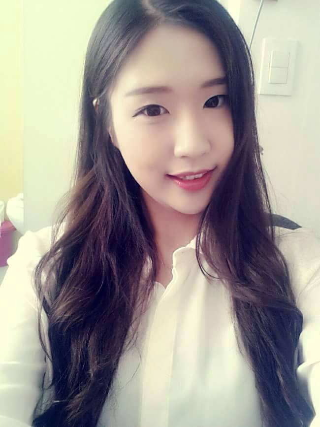 Cô gái Hàn xinh đẹp hát tiếng Việt